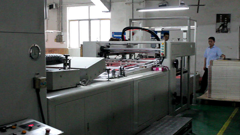 How we make a custom printing display_Part 2 Glossy and Lamination
